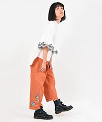 花刺繍パンツ